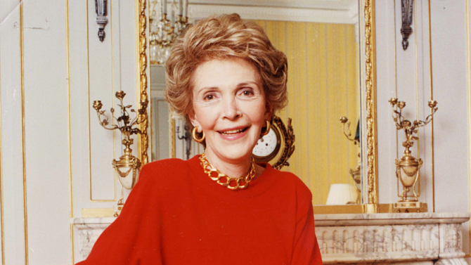 Nancy Reagan At Claridges Hotel In London - 1989 Ronald Reagan (died June 2004) Picture Desk ** Pkt4186-304654